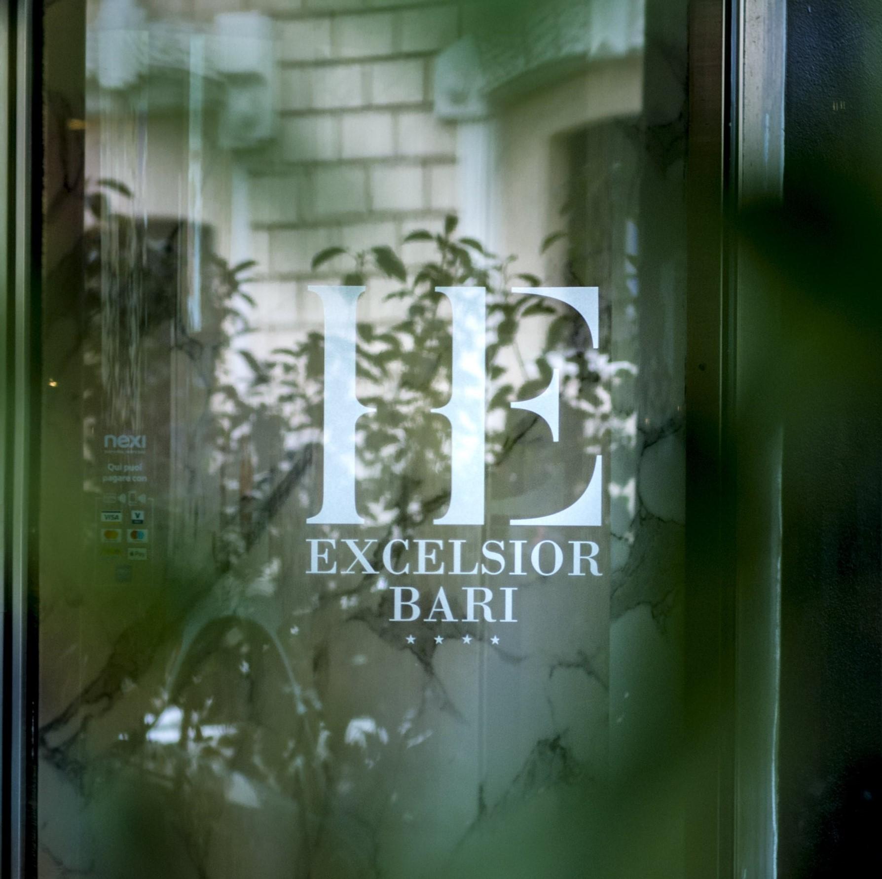 ingresso_hotel_excelsior_bari_struttura_per_soggiorni_riunioni_eventi_convegni_via_petroni_centro (5) resize
