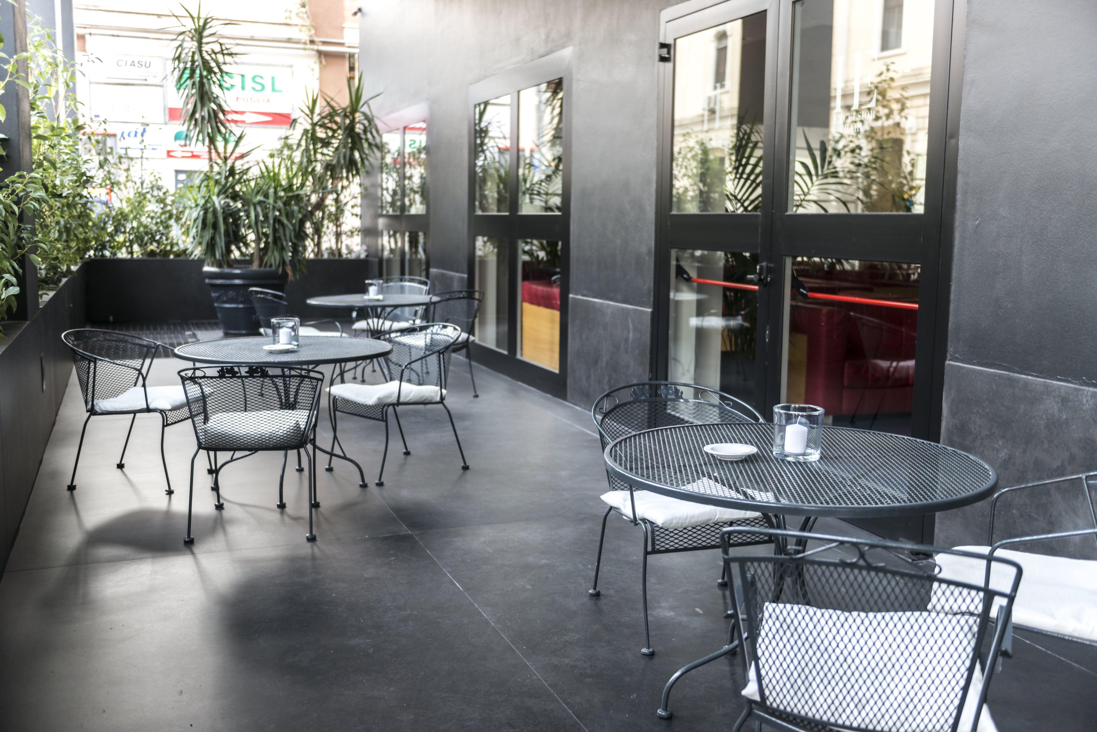 ingresso_hotel_excelsior_bari_struttura_per_soggiorni_riunioni_eventi_convegni_via_petroni_centro (9)